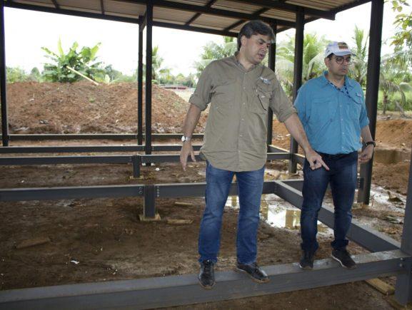 Secretário da Sema visita obras do Centro Multifuncional em Apuí