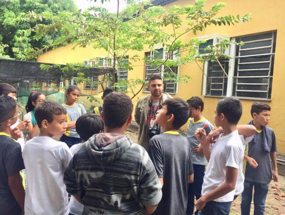 Projeto Sala Verde Amazônia ensina técnicas de compostagem a alunos de escola estadual, no bairro Raiz