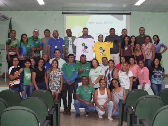 Voluntários são treinados pelo Governo do Amazonas para orientar turistas sobre reciclagem durante Festival de Parintins
